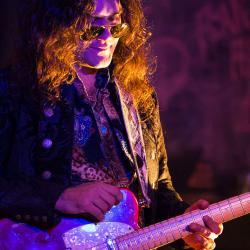 Arda Bagcioglu jaming blues guitars