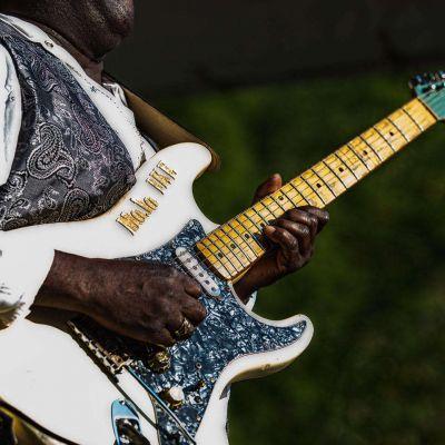 ke Woods playing his guitar at New River Blues Festival
