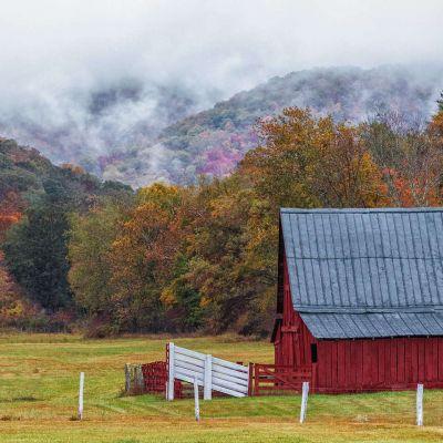 Red Barn in Mill Gap